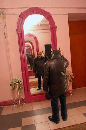Зеркальный коридор показал Дяченко путь в иные миры.