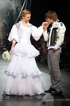Жених и невеста вызвали бурю оваций у зрителей. Фото: Владимир СОКОЛОВ