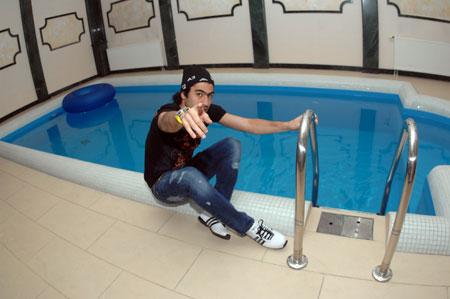- А ты приобрел абонемент в бассейн?!