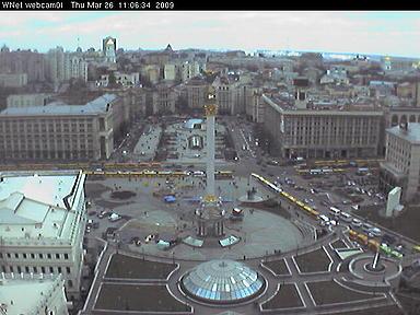 Около 800 маршрутных такси стоят на улицах Грушевского, Институтской, Владимирском спуске и на Крещатике. Фото с сайта webcams.kievmap.com.ua.