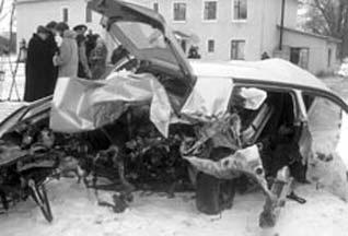 25 марта 1999 года КамАЗ превратил машину Чорновила в груду металла.