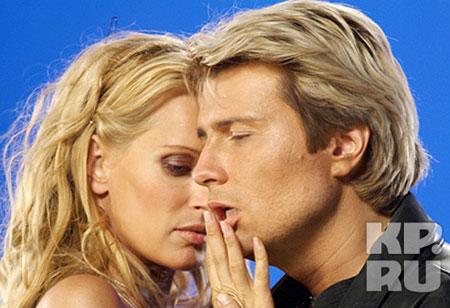 Тенор не раз признавался, что питает особую слабость к знаменитым блондинкам.