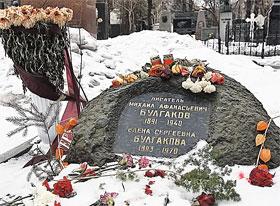 На могиле Булгакова поставили «Голгофу» с места погребения Гоголя. Вот только крест убрали...