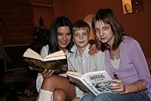 Руслана любит фэнтези и приучает к нему детей своих музыкантов.