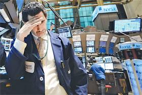 По одной из версий, стоимость биржевых акций и золота регулируется «вручную»... теневым правительством.