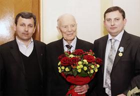 Слева направо: Хазар Бадалов, Борис Патон, Алексей Панков.