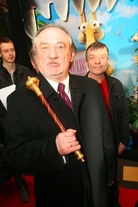 Богдан Ступка не расставался с булавой.
