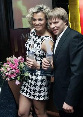 Лучшие легкоатлеты года - Наталья Добрынская и Денис Юрченко.