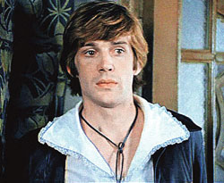 После фильма «Обыкновенное чудо» в 1978 году в Абдулова были влюблены все девушки страны. Не устояла и Примадонна.