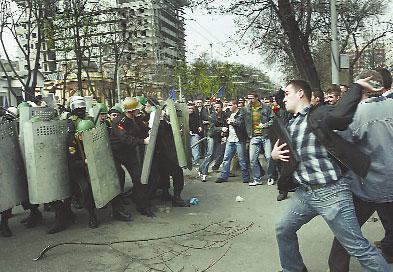 Спецназ оказался бессильным перед десятками тысяч демонстрантов.