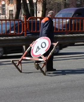 На многих киевских улицах разгоняться быстрее 40 км/час - чревато.