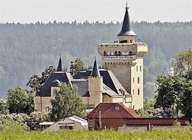 Замок в деревне Грязь Максим строит давно и на совесть...