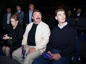 Александр Кузьмук с супругой Людмилой и сыном Иваном редко фотографируются вместе.