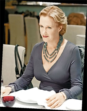 Ирина соглашается только на роли с характером (кадр из т/с «Катерина»).