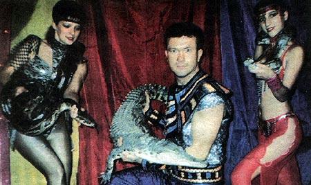 С самого начала семейной эстрадно-цирковой деятельности Дмитриевы уживались со своими экзотическими любимцами в однокомнатной квартире, которую на то время снимали.