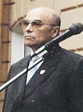 ...и первый проректор Владимир Лукин решил от нее избавиться.