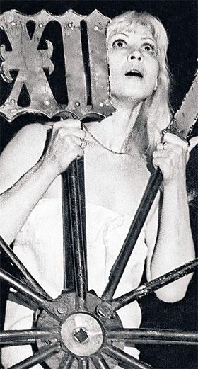 Алла Демидова, уйдя от Любимова, стала рулить собственным театром.