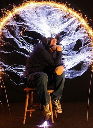 Для Питера Террена возня с электричеством - хобби. Фото: tesladownunder.com
