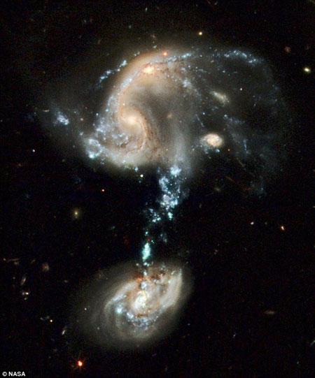 Вопросительный знак расположен в 100 тысячах световых годах от нас.