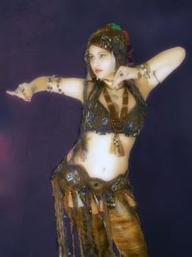 Восточные танцы развивают гибкость и укрепляют здоровье.