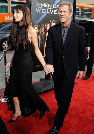 Пара держалась за руки и больше не скрывала своих чувств. Фото: АР