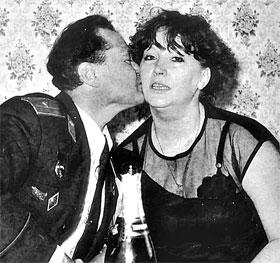 В номере Примадонны: договорившись о концерте, Строкичев «под шампанское» расцеловал любимую певицу.