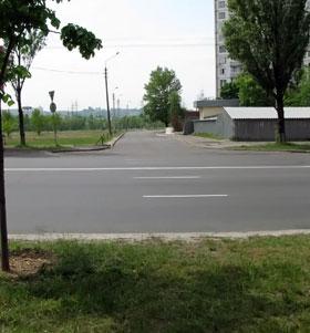 А вот на проспекте Героев Сталинграда приходится делать крюк, чтобы попасть на улицу Приозерную.