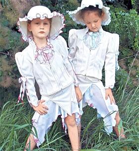 Дочкам Ющенко купили и такие костюмы - для юных леди.