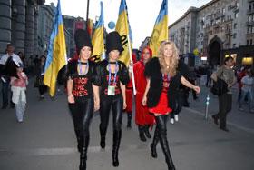 До места проведения украинской вечеринки Светлана Лобода прогулялась пешком.