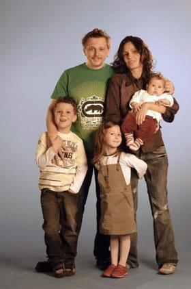 Игорь души не чаял в жене Саше и своих троих детях.