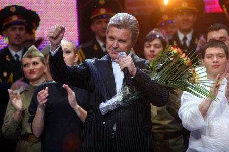 Песня «День Победы» стала визитной карточкой певца.
