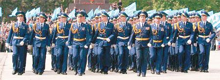 Парад на площади Свободы стал в городе традиционным.