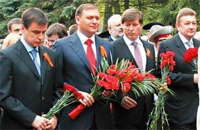Торжественное возложение цветов на Мемориале Славы.
