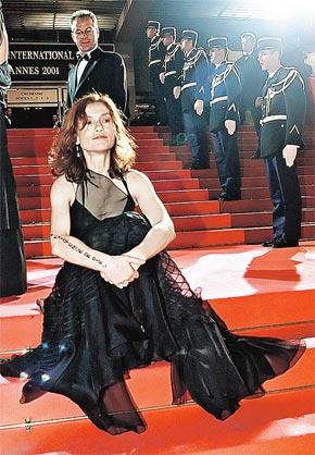 - Однажды я появилась на каннской лестнице в весьма вызывающем платье!