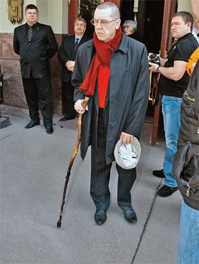 Многие, как Валерий Золотухин, несмотря на плохое самочувствие, пришли вчера сказать последнее прощай Олегу Ивановичу.