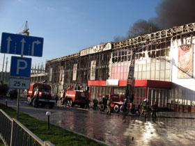 Огонь практически уничтожил здание.