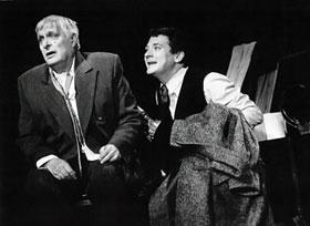 Помимо кино, Ян Цапник не забывает и о театре. С Олегом Басилашвили в комедии «Смерть Тарелкина».