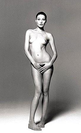 В прошлом году другой снимок обнаженной мадам Саркози ушел с аукциона зи 91 тысячу долларов. Фото: Daily Mail