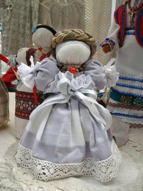 Такая кукла стоит 60 гривен.
