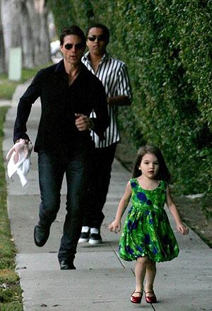 Том не любит, когда его дочка общается с другими детьми, если это не дети сайентологов.