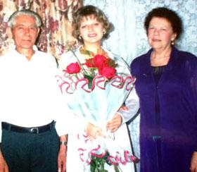 Супруги Лавриненко с внучкой.