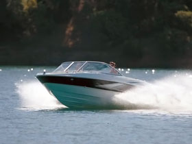Такой же катер модели Maxum-1800 пустил ко дну лодку.