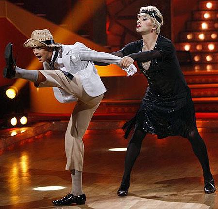 Такой серьезный в жизни, Юрий Аскаров (на фото справа) в танце готов полностью перевоплотиться. Фото: Алексей ЛАДЫГИН