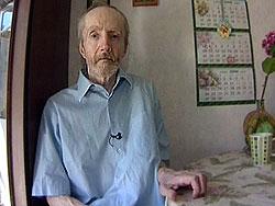 Соседи и бывшие сослуживцы его родителей говорят про Сергея Новикова: «Безобидный и очень добрый». Они называют его «человеком дождя»
