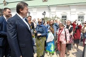 Судьбоносное заявление лидер регионалов сделал в Киево-Печерской Лавре.