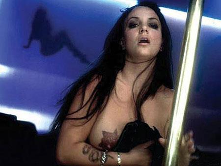 Кому потребовалось компрометировать певицу накануне ее европейского тура - непонятно. Фото: socialitelife.celebuzz.com