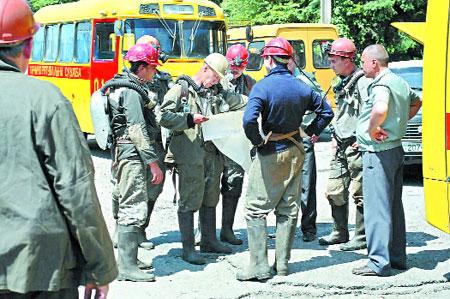 Спасательные работы на шахте продолжаются.