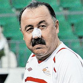 Валерию Георгиевичу оказали первую помощь прямо на поле.