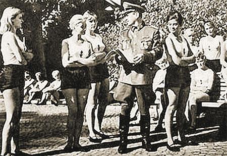 Программой немецкой организации «Лебенсборн» было поощрение женщин с «чистой кровью» к рождению сверходаренных детей от членов СС.