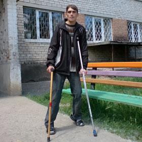 Виталий Зубков четыре года назад выпал с 4-го этажа и стал калекой.